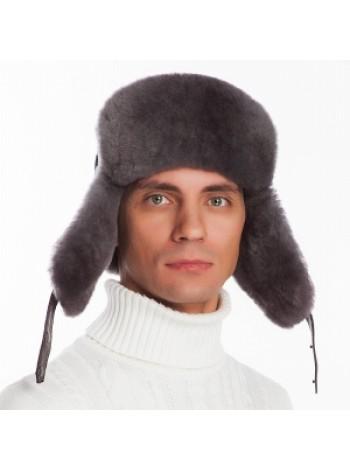Шапка выполнена из натуральной замши и кожи, мех овчина